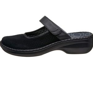 NEW  woman's PROPET  DAISY  suede slip on shoes